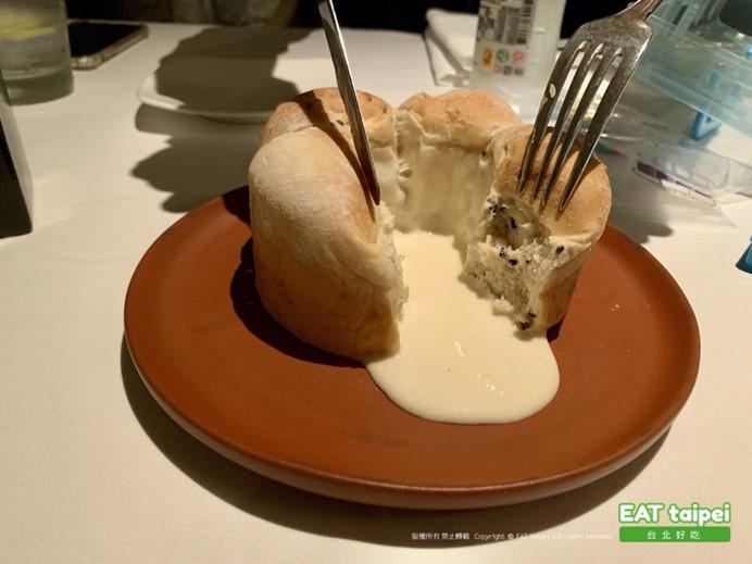 寶艾西餐廳 熔岩乳酪圓環牛奶軟麵包