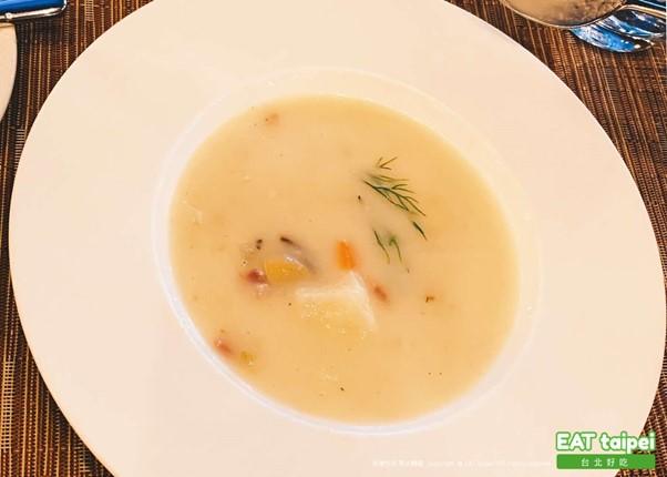 亞都麗緻 巴賽麗廳 蒜味洋芋湯