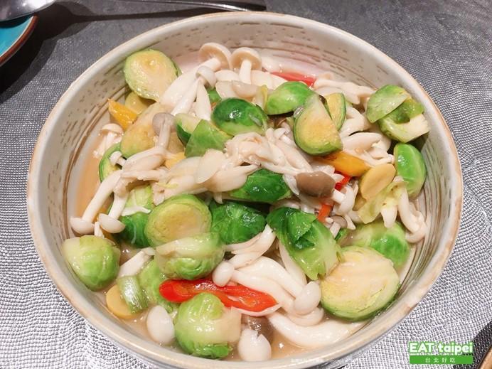 筷炒菇菇炒甘藍菜 EAT taipei